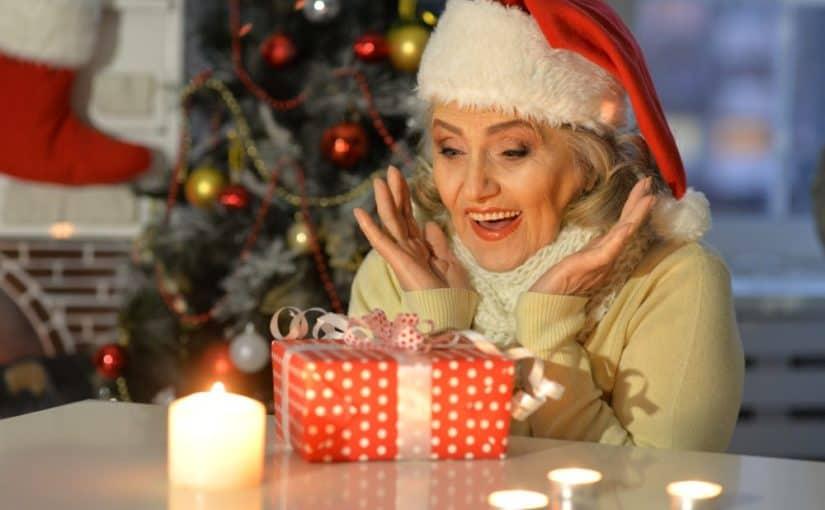 Kvinde med julegave