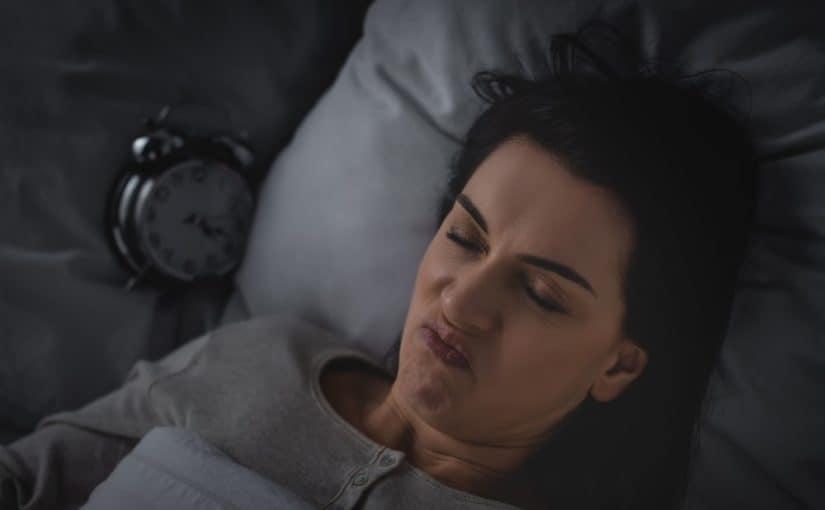 Kvinde der ikke kan falde i søvn